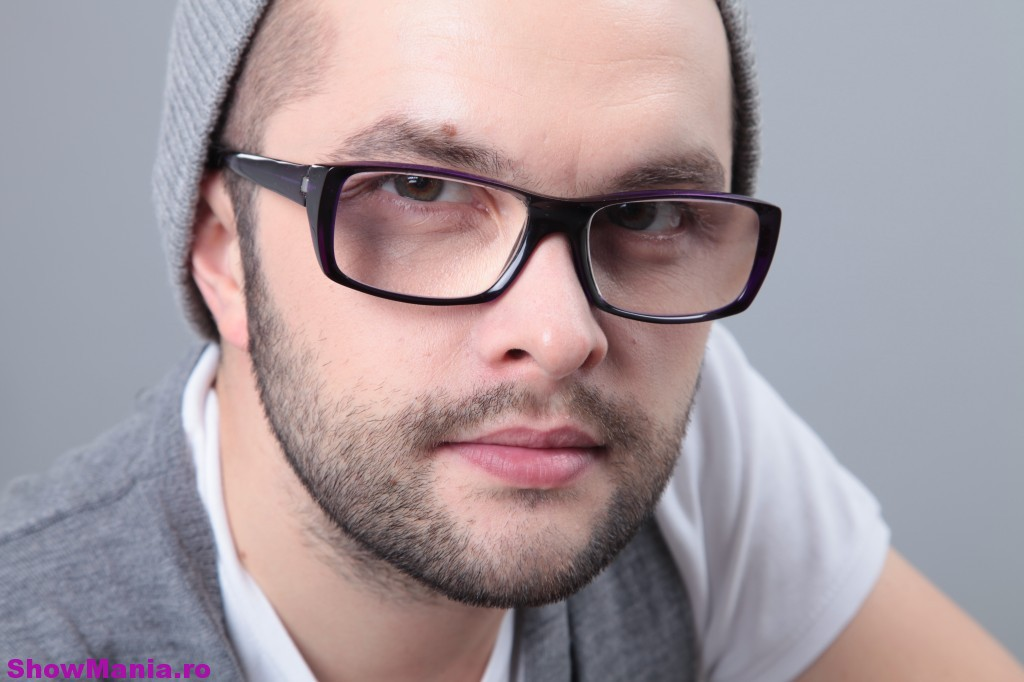 http://www.showmania.ro/wp-content/uploads/2010/06/Poze-DJ-Optick-6-1024x682.jpg